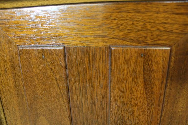 Mid-Century Modern Walnut Tall Chest Dresser For Sale 4