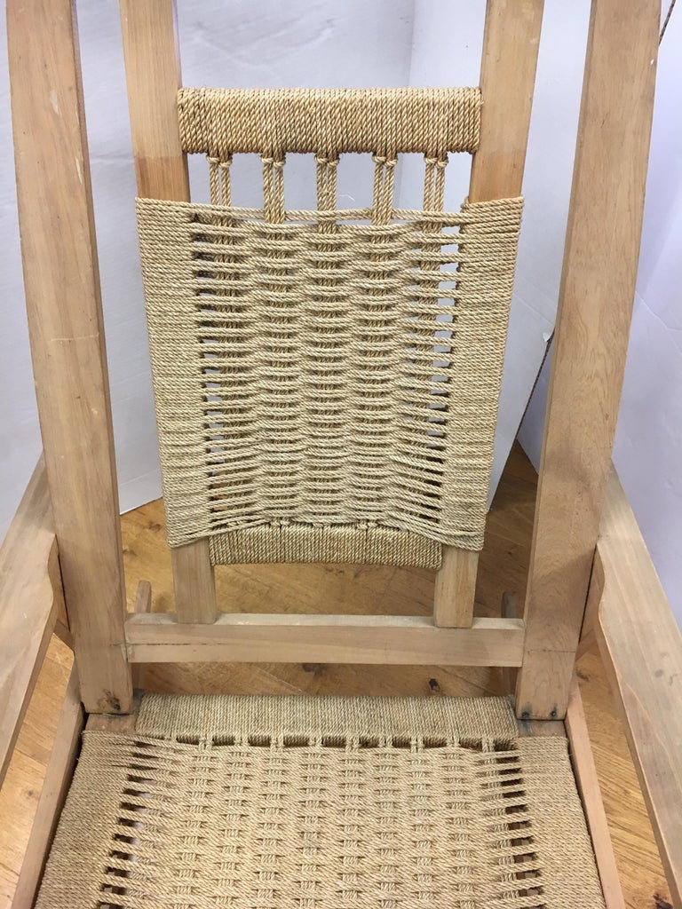 Mid-Century Modern  Rope Rocking Chair Rocker In Good Condition For Sale In West Hartford, CT