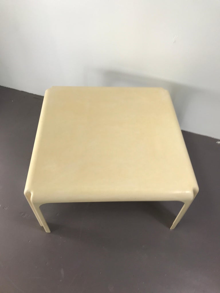 Italian Mid-Century Modern White Acrylic Coffee Table by Vico Magistretti for Artemide For Sale