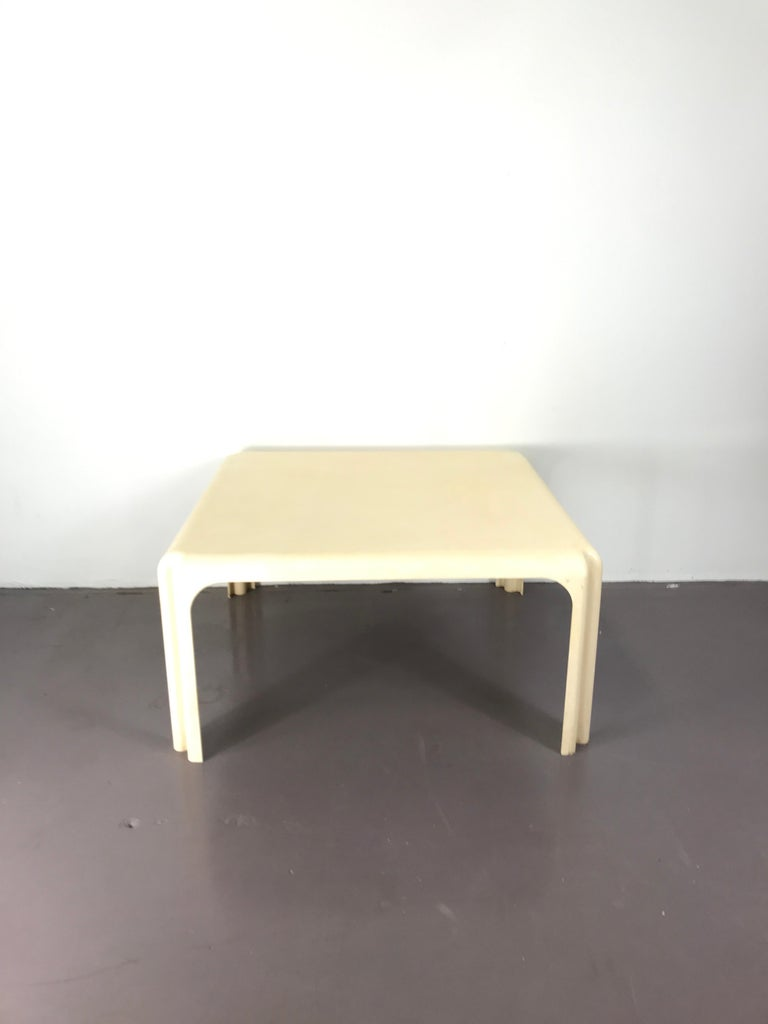 Mid-Century Modern White Acrylic Coffee Table by Vico Magistretti for Artemide In Good Condition For Sale In Byron Bay, NSW