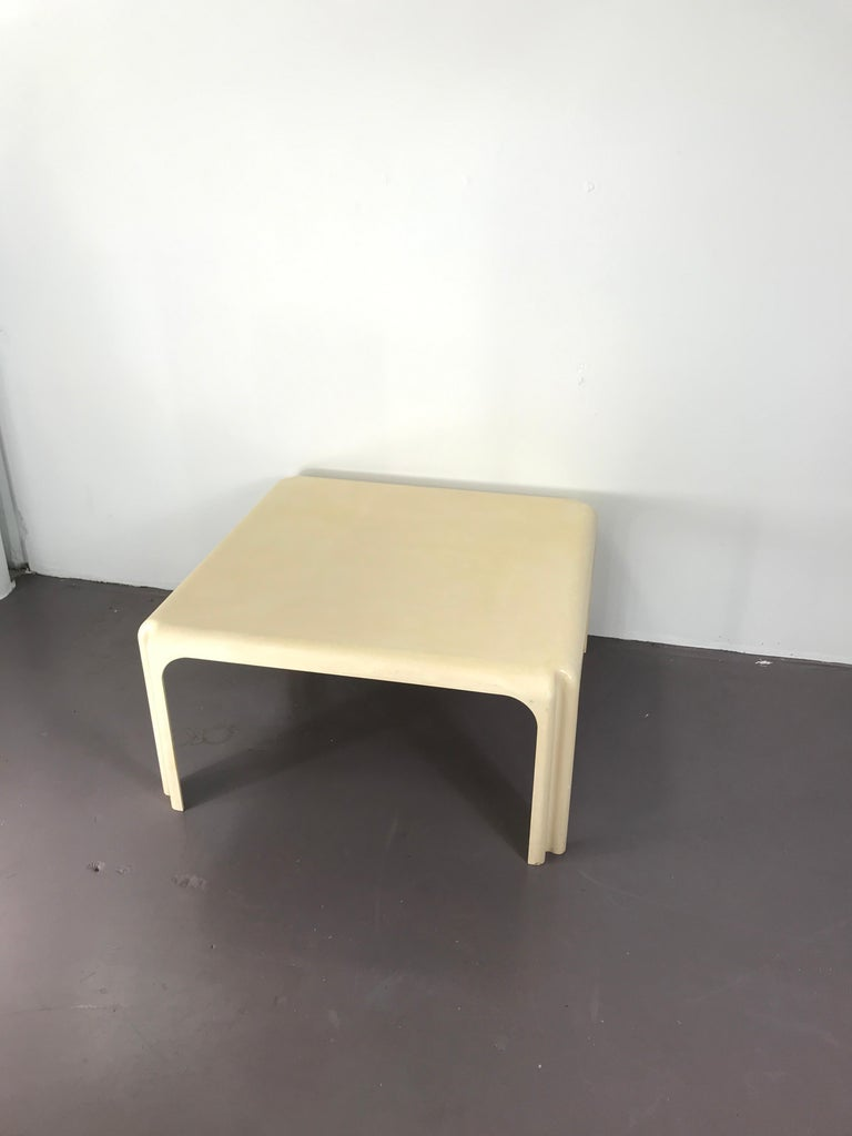 Mid-20th Century Mid-Century Modern White Acrylic Coffee Table by Vico Magistretti for Artemide For Sale
