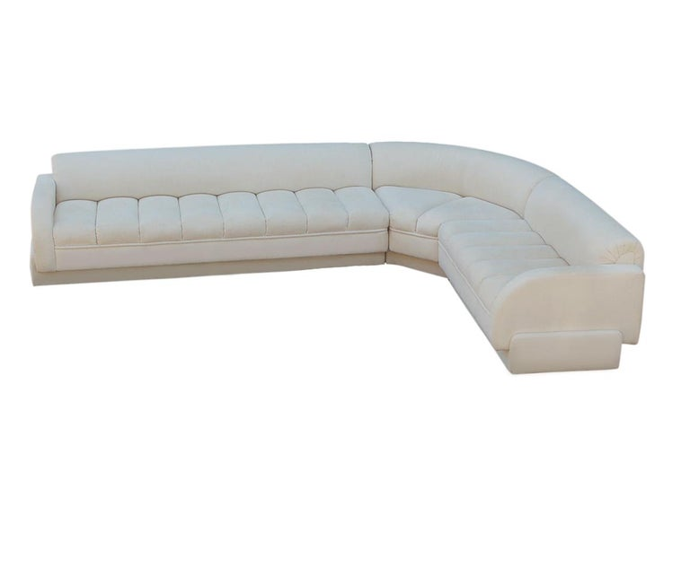 Mid-Century Modern White Channel Seat Sectional Sofa in White by Directional In Good Condition For Sale In Philadelphia, PA