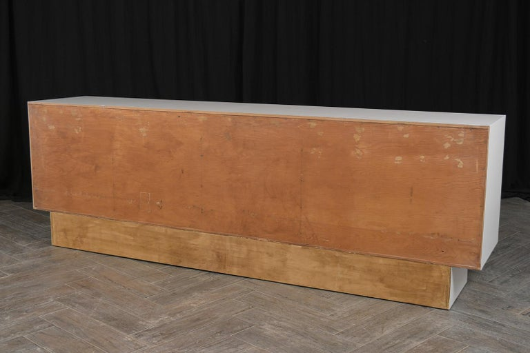 Mid-Century Modern White Lacquered Credenza For Sale 3