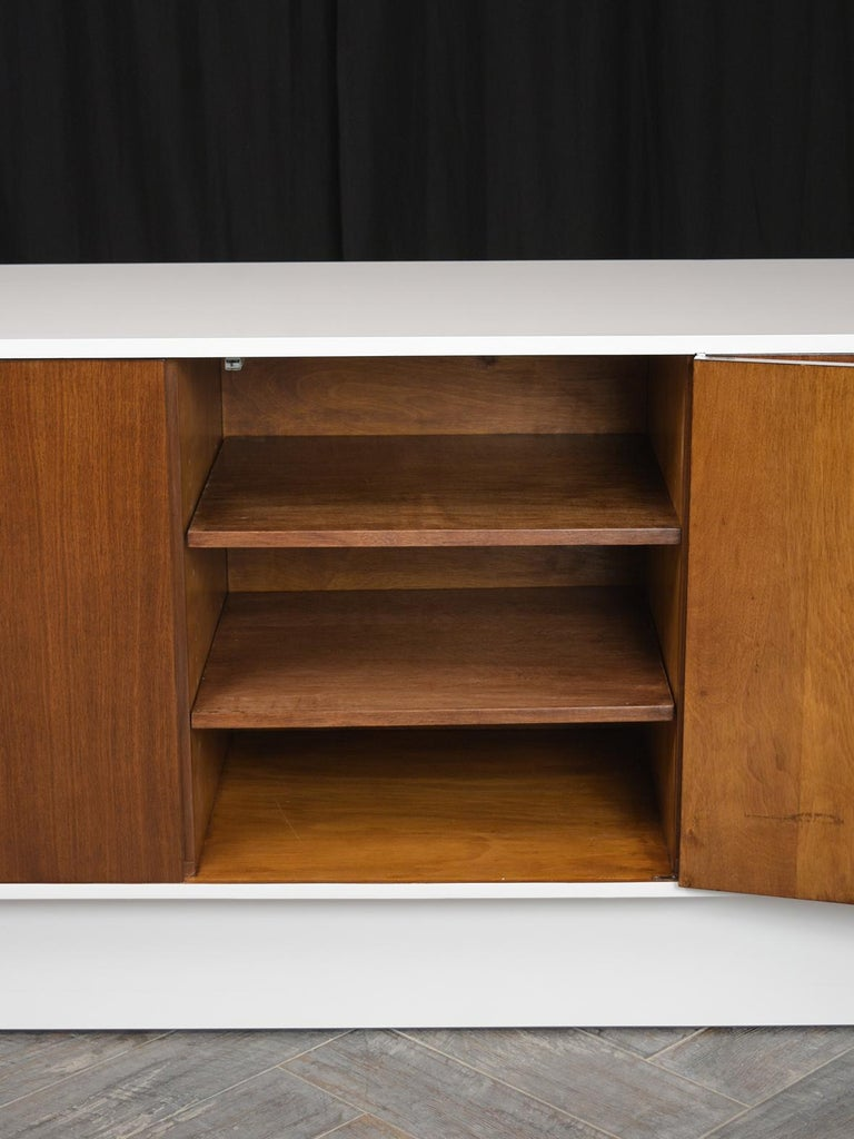 Mid-Century Modern White Lacquered Credenza For Sale 2