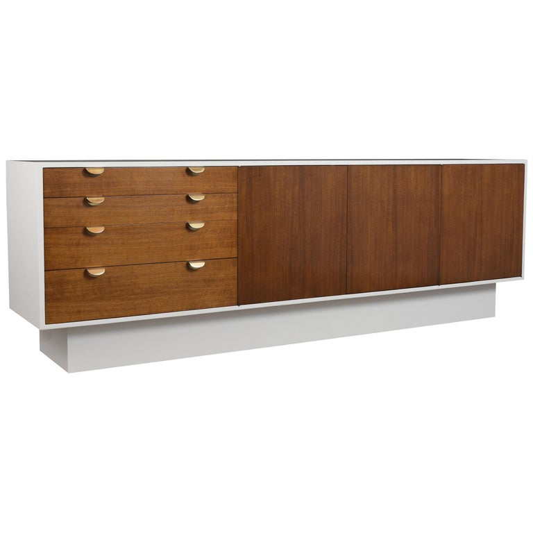 Mid-Century Modern White Lacquered Credenza For Sale