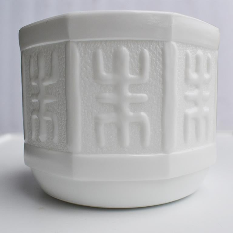 Mid-Century Modern White Milk Glass Hexagonal Planter or Vase In Good Condition For Sale In Oklahoma City, OK