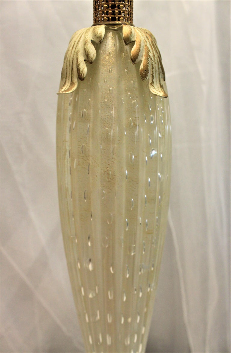 Hand-Crafted Mid-Century Modern White Murano Art Glass Table Lamp For Sale