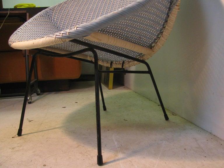 Mid-Century Modern Wicker Hoop Lounge Chair     For Sale 7