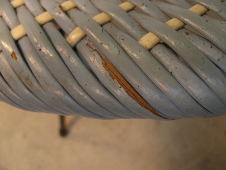 Mid-Century Modern Wicker Hoop Lounge Chair     In Good Condition For Sale In Port Jervis, NY