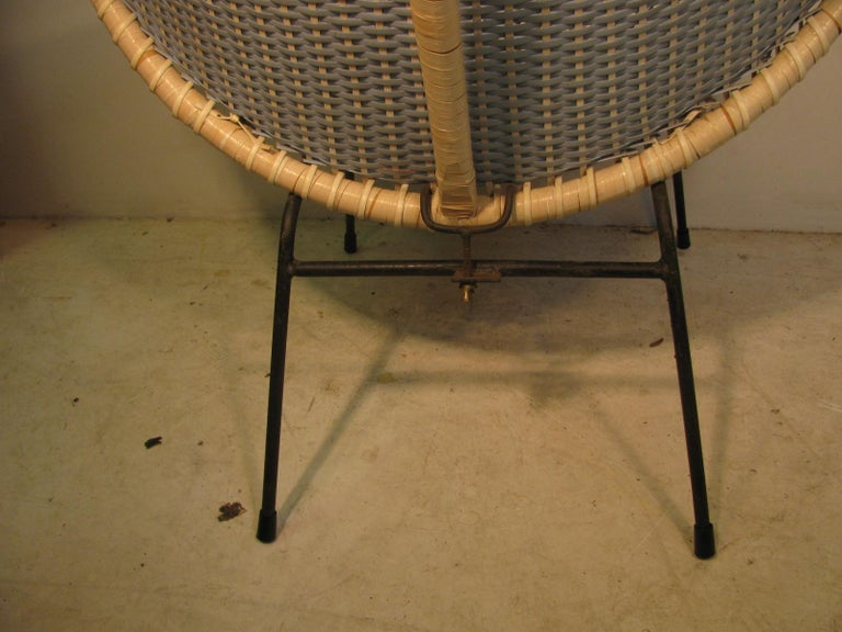 Mid-Century Modern Wicker Hoop Lounge Chair     For Sale 2