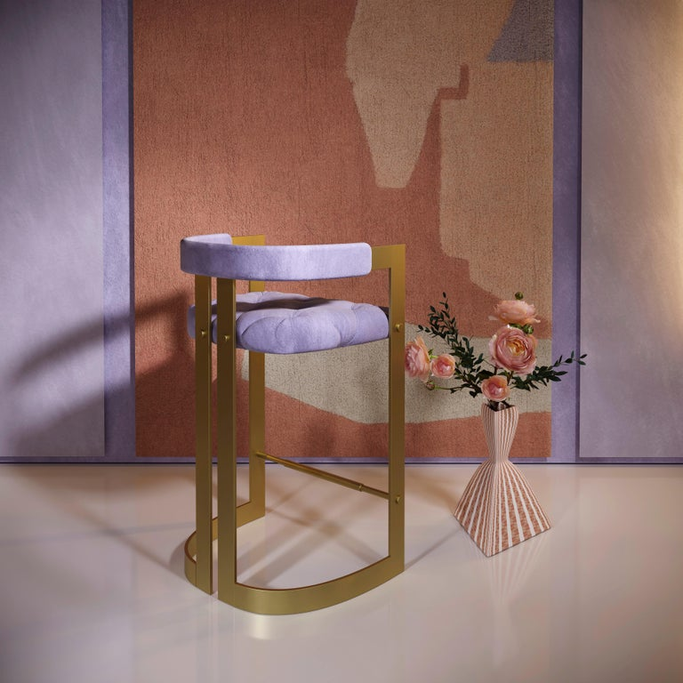 Ottiu created this classic and timeless piece inspired by the glamorous living rooms of the Hollywood's years. Combining genuine leather with aged brushed brass, the Winfrey Mid-Century Modern bar chair will make you dream about the golden era's