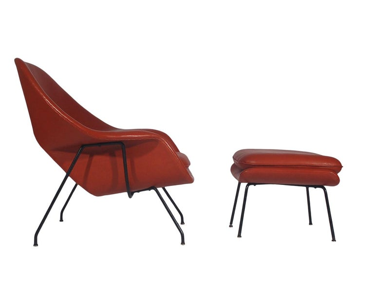 American Mid-Century Modern Womb Chair and Ottoman by Eero Saarinen for Knoll in Leather For Sale