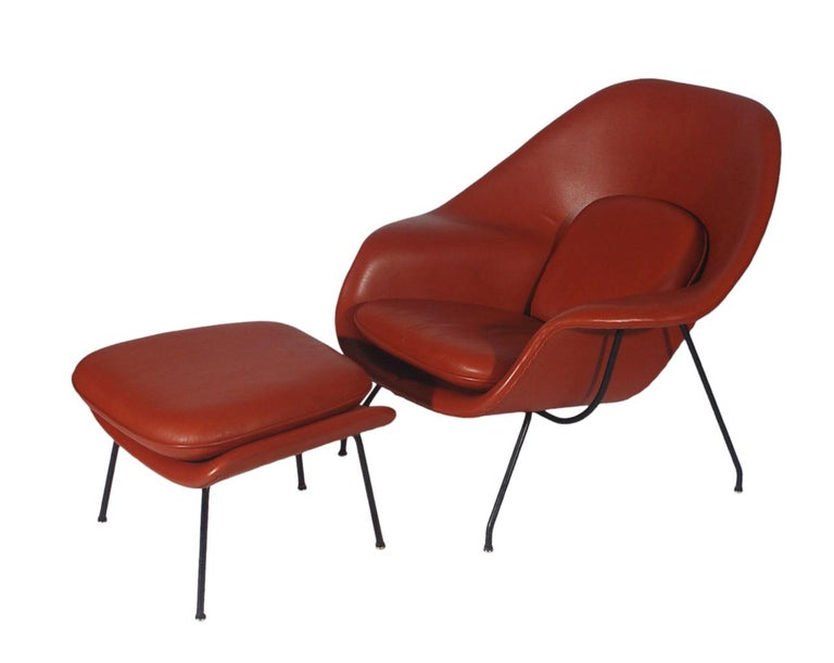 Mid-Century Modern Womb Chair and Ottoman by Eero Saarinen for Knoll in Leather In Good Condition For Sale In Philadelphia, PA
