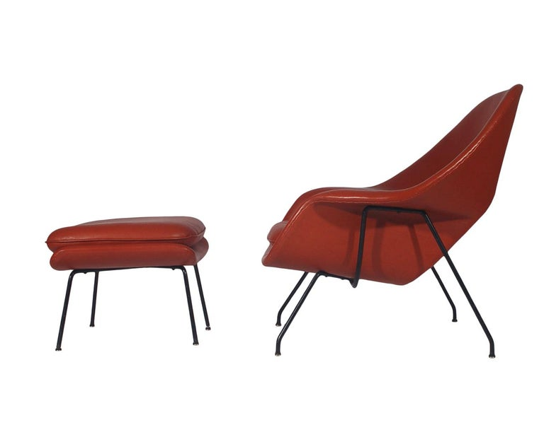Mid-Century Modern Womb Chair and Ottoman by Eero Saarinen for Knoll in Leather For Sale 1