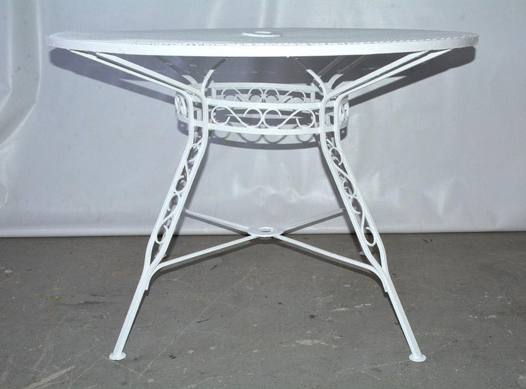 Mid-Century Modern Woodard Style Patio Dining Set For Sale 4