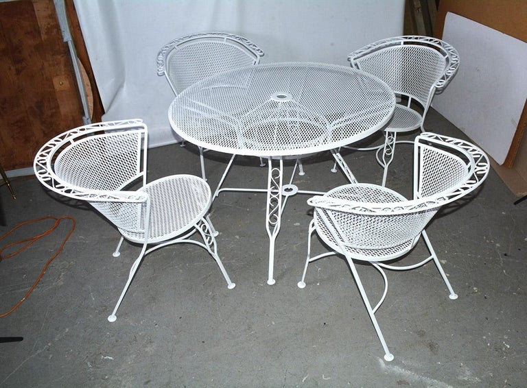 American Mid-Century Modern Woodard Style Patio Dining Set For Sale