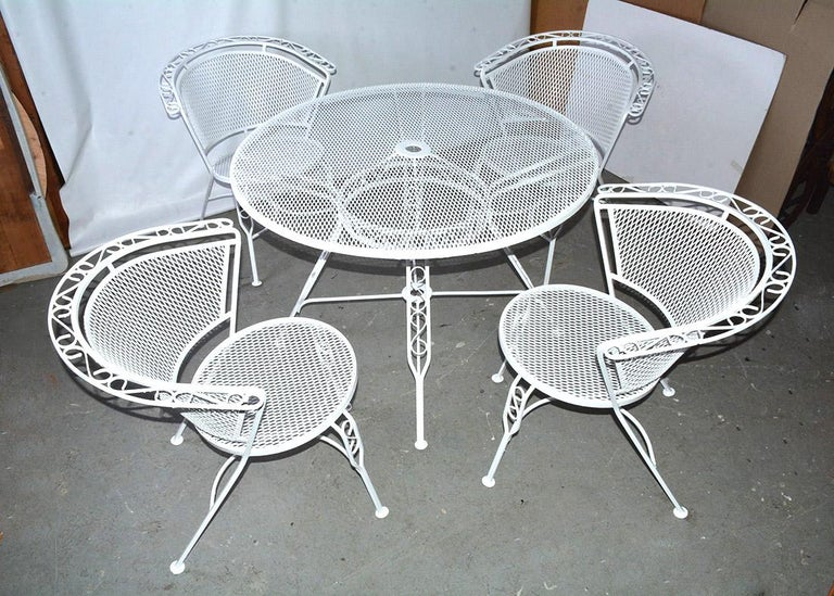 Painted Mid-Century Modern Woodard Style Patio Dining Set For Sale