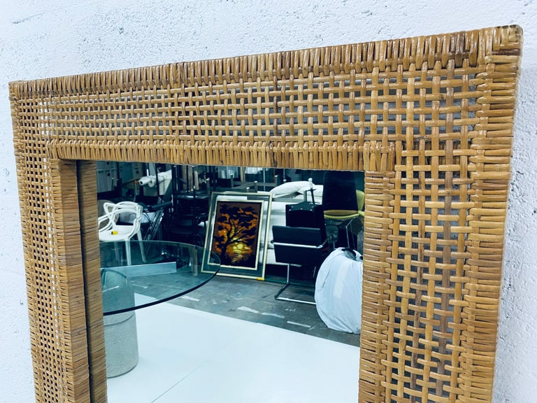 Mid-Century Modern Woven Rattan Wall Mirror In Good Condition For Sale In Miami, FL