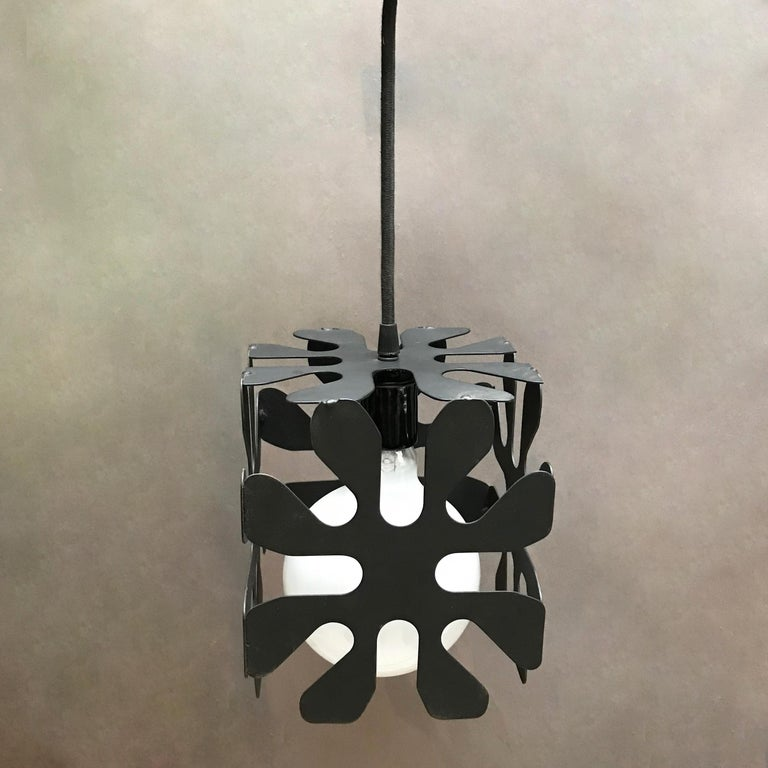 Mid-Century Modern Wrought Iron Cubed Flower Pendant Light In Good Condition For Sale In Brooklyn, NY