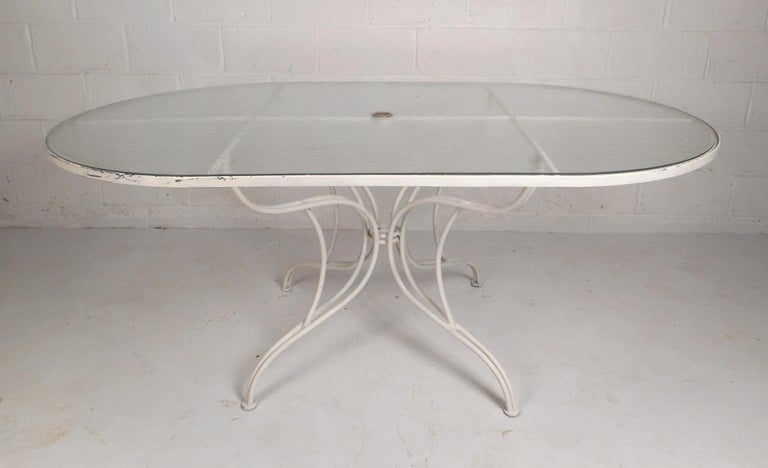 Mid-Century Modern Wrought Iron Patio Dining Table and Six Chairs In Good Condition For Sale In Brooklyn, NY
