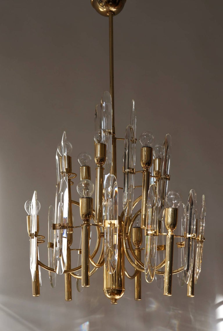 Mid-Century Modernist Glass and Brass Sciolari Chandelier In Good Condition For Sale In Antwerp, BE
