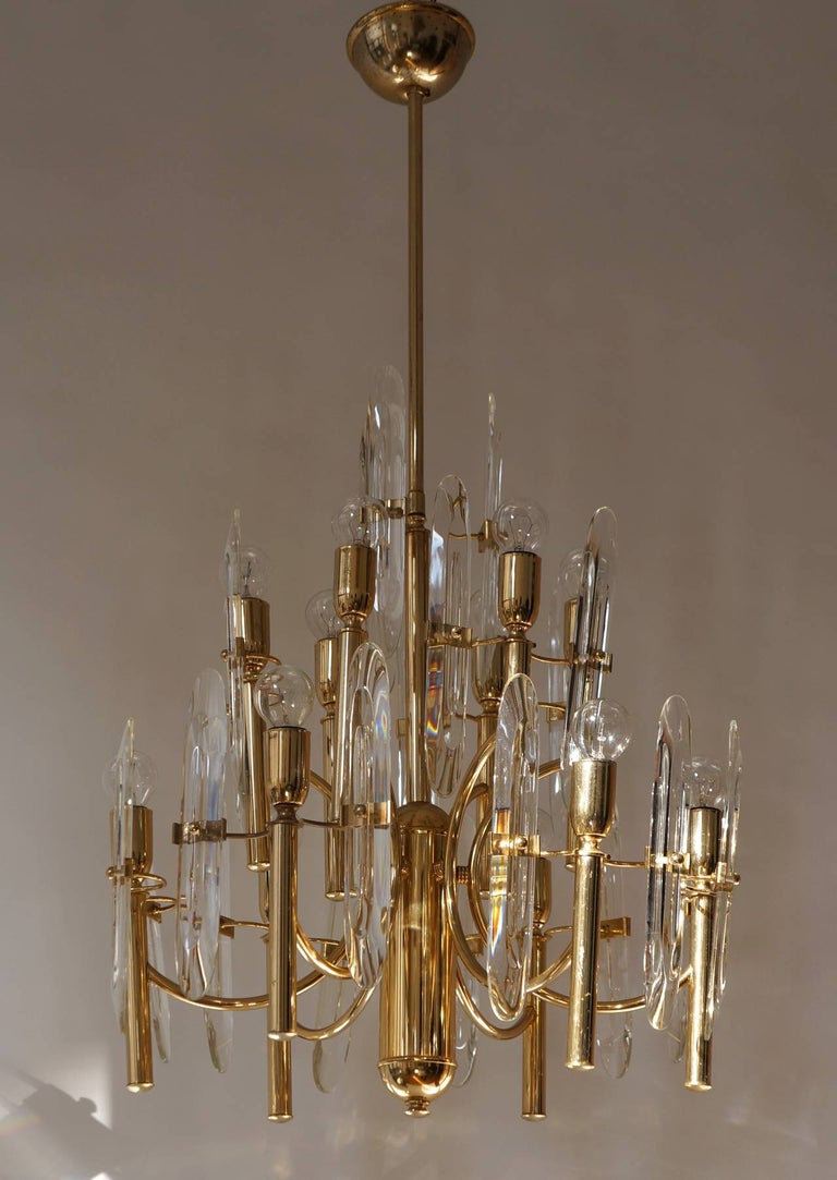 Mid-Century Modernist Glass and Brass Sciolari Chandelier For Sale 1