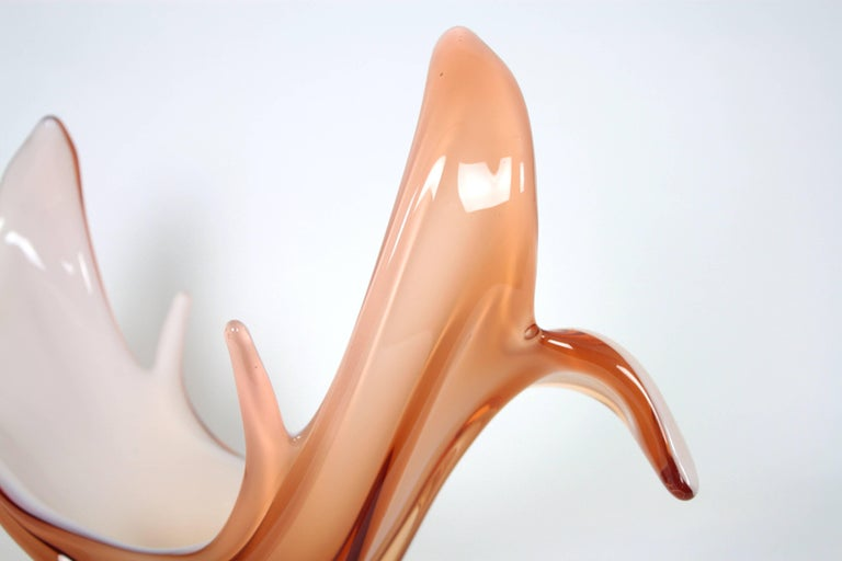 Murano Peach Pink & Opaline White Art Glass Centerpiece / Vase In Excellent Condition For Sale In Barcelona, ES
