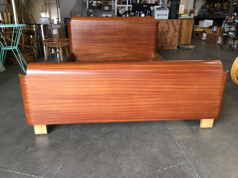 Midcentury Molded Plywood Bed Frame In Excellent Condition For Sale In Van Nuys, CA