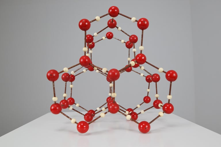 Midcentury molecular structure of water (H2O) for educational use, metal with wooden small spheres white painted, and with the larger spheres made of red painted bakelite. Czechoslovak manufacture of the 1950s. In good patinated condition. Measures