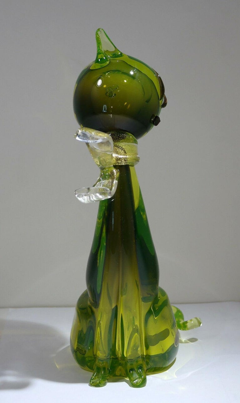 Vintage Murano Art Glass Modern Cat Sculpture in Green by Alfredo Barbini In Good Condition For Sale In Brooklyn, NY