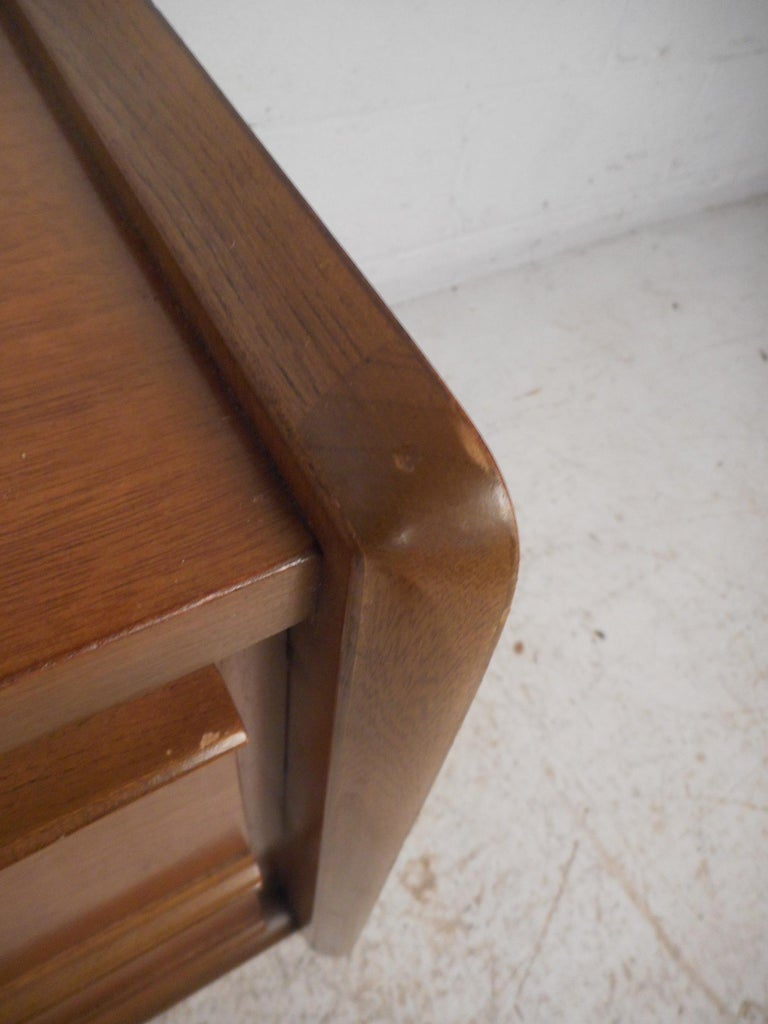 Midcentury Nightstands by Big Rapids Furniture Co., a Pair For Sale 1