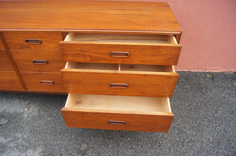 Mid-Century Nine-Drawer Teak Dresser For Sale 1
