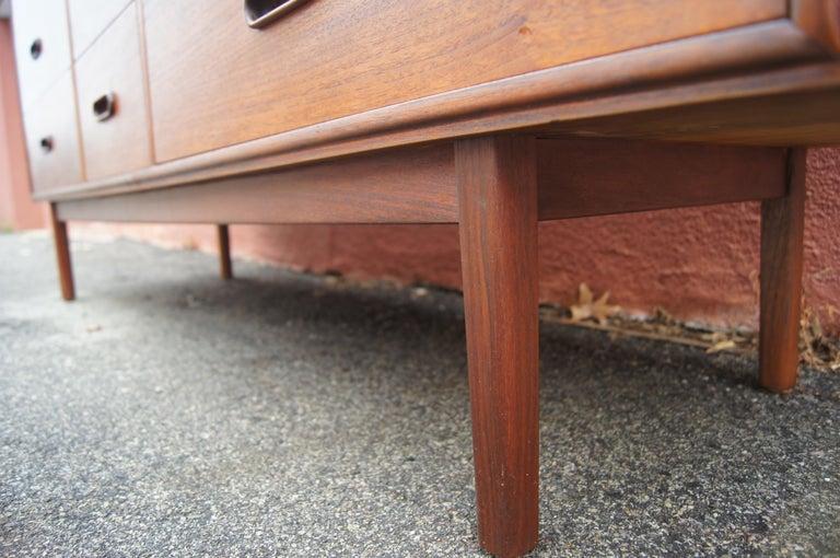 Mid-Century Nine-Drawer Teak Dresser For Sale 4