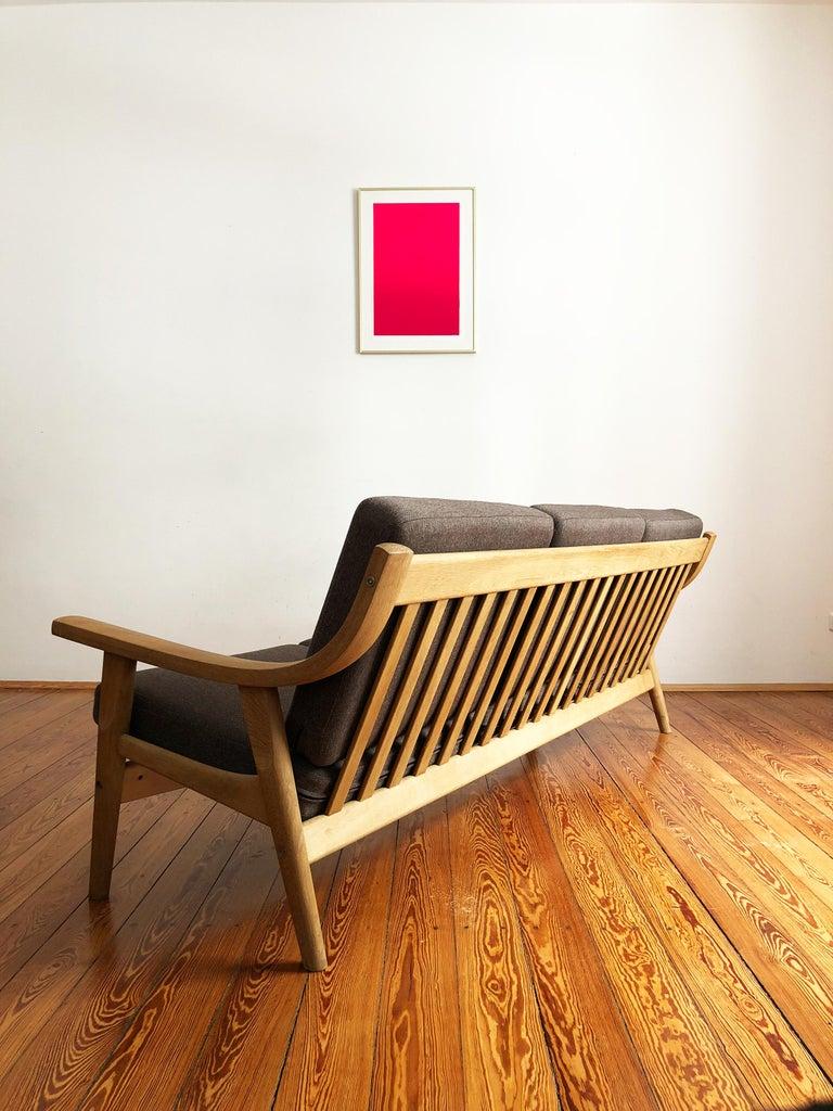 Midcentury Oak Sofa Model 530 by Hans Wegner for GETAMA In Good Condition For Sale In Munich, Bavaria