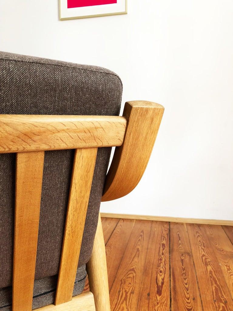 Midcentury Oak Sofa Model 530 by Hans Wegner for GETAMA For Sale 1