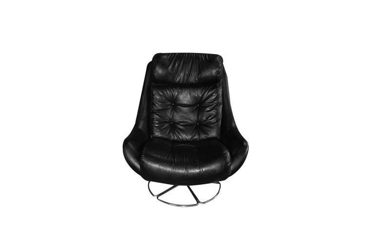 Late 20th Century Midcentury Overman Style High Back Swivel Black Chair For Sale