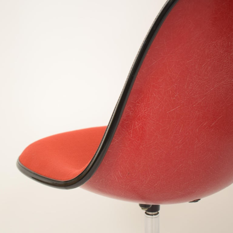 Midcentury Padded Red Side /Pedestal Chair by Eames by Vitra for Herman Miller For Sale 3