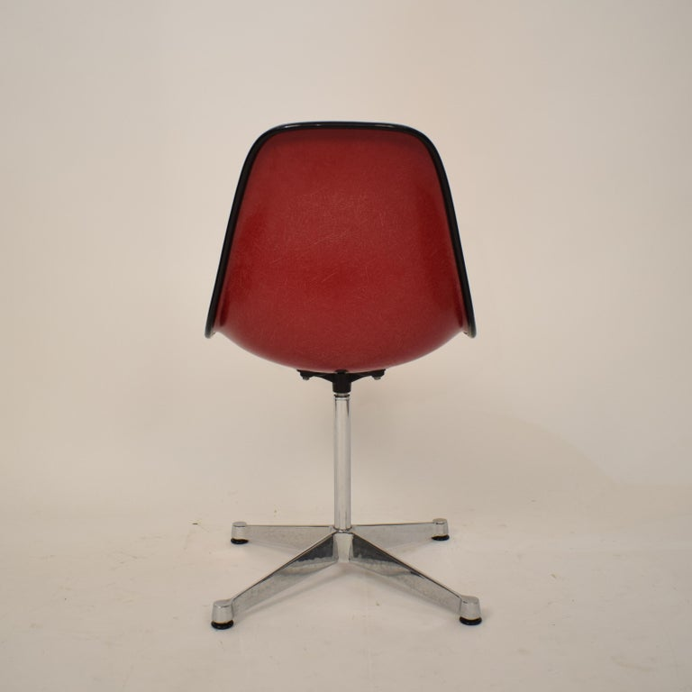 Midcentury Padded Red Side /Pedestal Chair by Eames by Vitra for Herman Miller For Sale 4