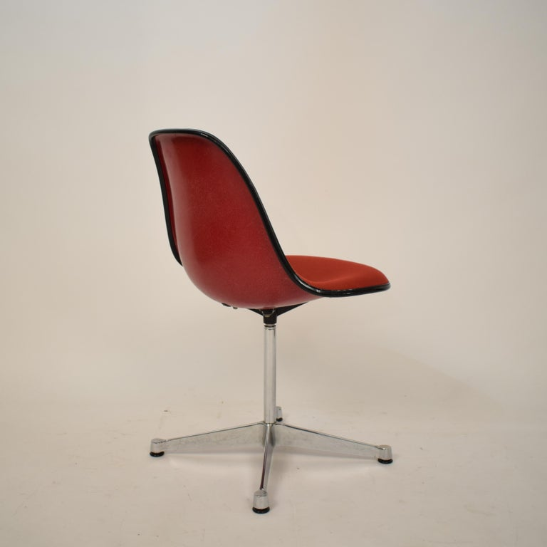 Midcentury Padded Red Side /Pedestal Chair by Eames by Vitra for Herman Miller For Sale 5