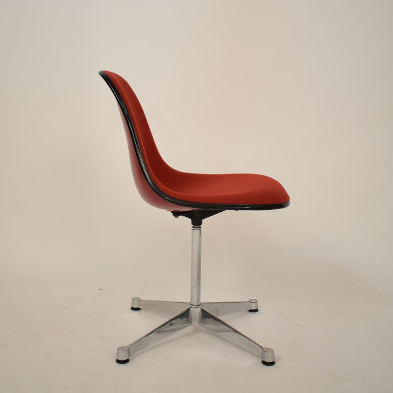 Midcentury Padded Red Side /Pedestal Chair by Eames by Vitra for Herman Miller For Sale 6