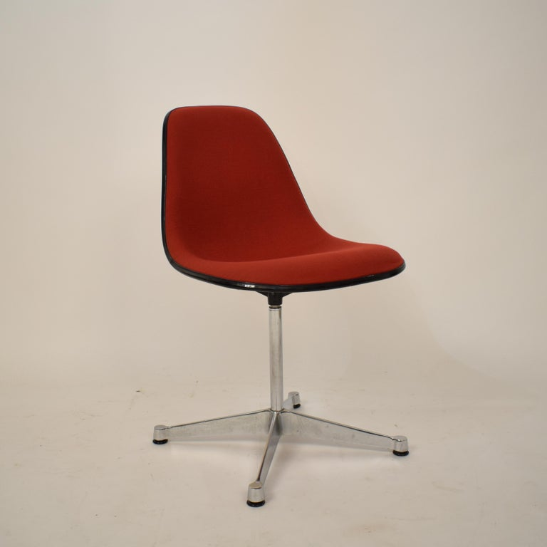 Midcentury Padded Red Side /Pedestal Chair by Eames by Vitra for Herman Miller For Sale 7