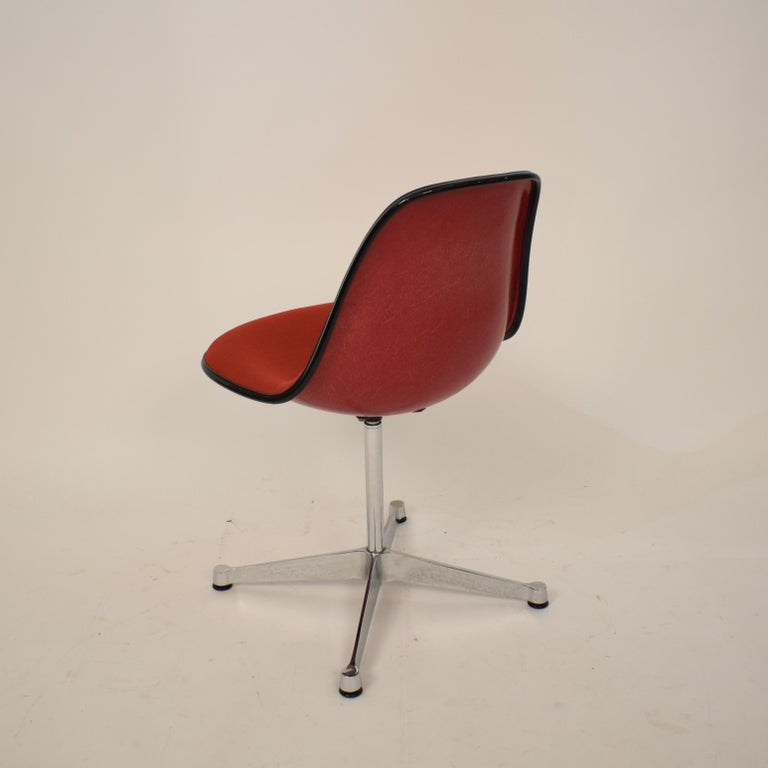 Midcentury Padded Red Side /Pedestal Chair by Eames by Vitra for Herman Miller For Sale 1