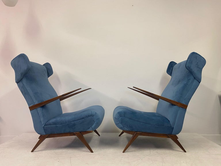 20th Century Midcentury Pair of 1950s Italian Armchairs in Blue Velvet For Sale