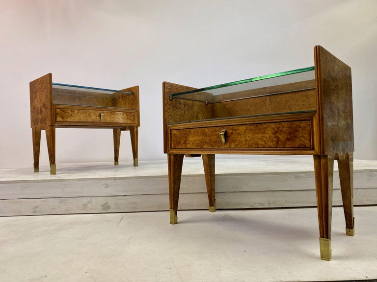 Midcentury Pair of 1950s Italian Bedside Tables in Burl Wood For Sale 8