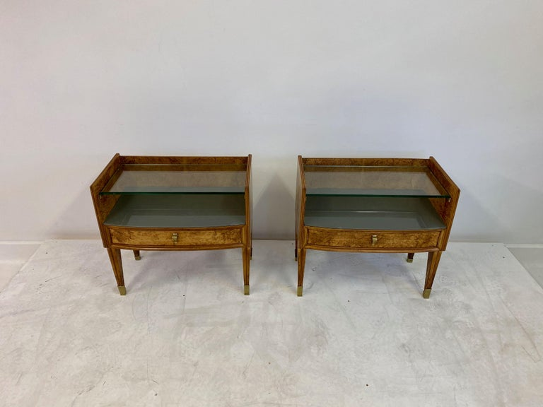 Mid-Century Modern Midcentury Pair of 1950s Italian Bedside Tables in Burl Wood For Sale