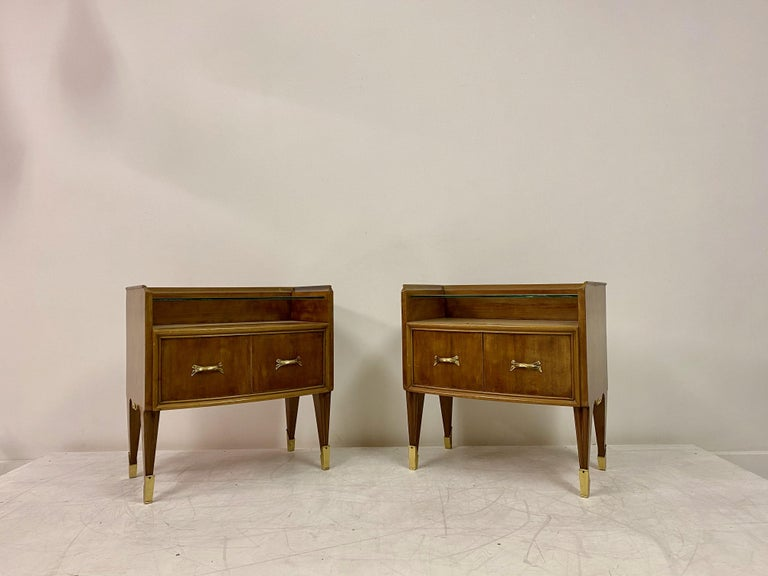 Mid-Century Modern Midcentury Pair of 1950s Italian Bedside Tables or Nightstands in Burl Wood For Sale