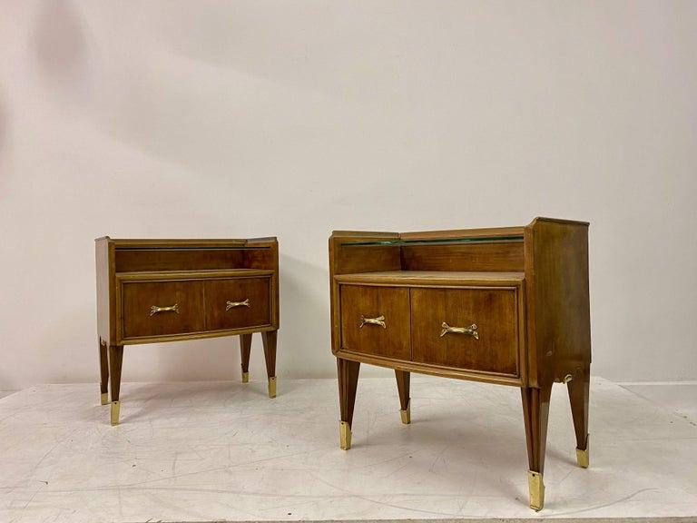 Midcentury Pair of 1950s Italian Bedside Tables or Nightstands in Burl Wood For Sale 1