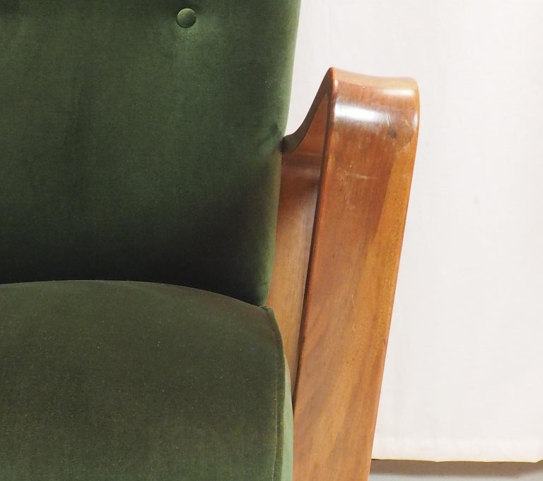 Turned Midcentury Pair of Italian Green Velvet Armchairs by Pietro Lingeri, Italy, 1950 For Sale