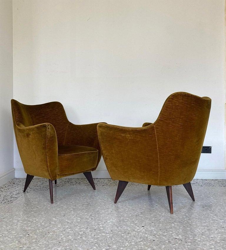 Mid Century Pair of Velvet 'PERLA' Armchairs by G. Veronesi for ISA, Italy 1950s For Sale 2