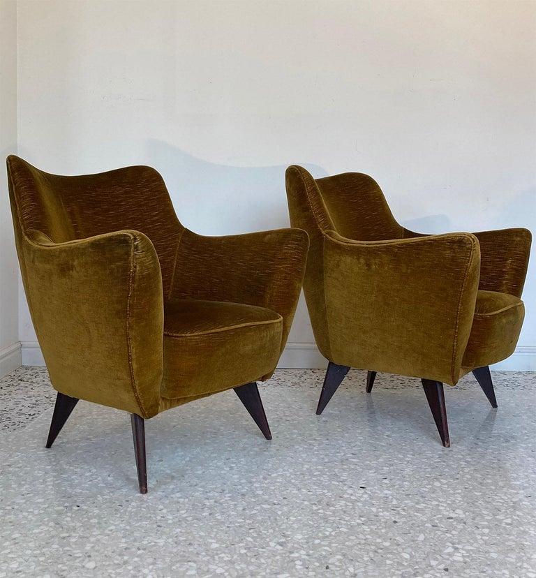 Mid Century Pair of Velvet 'PERLA' Armchairs by G. Veronesi for ISA, Italy 1950s For Sale 3